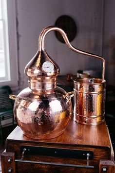 Looking for a whiskey gift for the person serious about home distillation or experimenting with their own whiskeys with a moonshine still? This 5 gallon copper still is handmade by master coppersmiths Home Distilling, Distilling Alcohol, Copper Moonshine Still, How To Make Moonshine, Homemade Whiskey, Homemade Liquor, Make Your Own Whiskey, Tequila, Vodka
