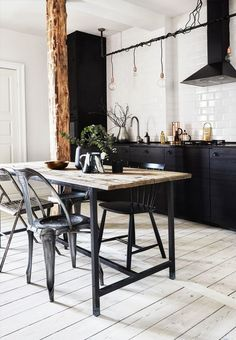 Rustic dining kitchen space with hardwood flooring, subway tiles and industrial dining furniture that signals a cool New Yorker look. Industrial Dining, Industrial Interiors, Industrial Style, Vintage Industrial, Kitchen Units, Kitchen Tiles, Kitchen Cupboards, Kitchen Island, Home Decor Kitchen