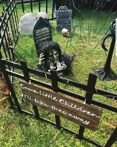 Now it's excellent for Halloween. Halloween calls for gruesome decorations that may frighten in addition to impress any guest at the exact moment. Deciding early what it is that you're likely to dress up as for Halloween is the secret… Continue Reading → Halloween 2018, Spooky Halloween, Halloween Outside, Scary Halloween Decorations, Halloween Party Decor, Holidays Halloween, Diy Halloween Fence, Scary Halloween Props, Halloween Garden Ideas