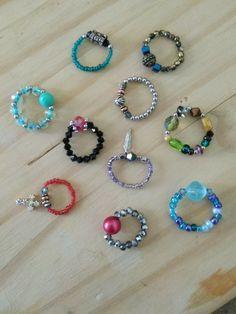 Diy Elastic Rings, Diy Beaded Rings, Beaded Jewelry, Jewellery, Diy Earrings Easy, Bead Earrings, Bead Loom Bracelets, Craft Accessories, Homemade Jewelry