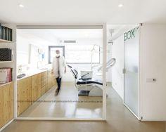 dental clinic © Adrià Goula Architects: Sergi Pons Location: Torrelles de llobregat, Barcelona, Spain Builder: GdR (Grup de reformes) Year: 2012 Photographs: Adrià