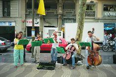 El Acorazado Cinéfilo - Le Cuirassé Cinéphile: Barcelona (1999-2003). Once upon a time a city. Hi havia una vegada una ciutat (1) - Street Artists - Francisco Huertas Hernández