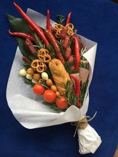 Ideas Birthday Flowers Bouquet For Men Man Bouquet, Food Bouquet, Gift Bouquet, Bouquet Cadeau, Deco Fruit, Vegetable Bouquet, Flowers For Men, Edible Bouquets, Chocolate Bouquet