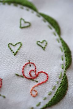 I like this embroidery idea.... love the bird's fancy tail.......... DSC_29690205
