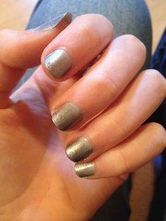Nail art dégradé de gris