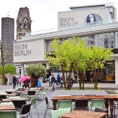 """""""ja, einen regentag kann in berlin auch im bikini verbringen! begleitet uns doch heute im blog dorthin, wenn ihr mögt. das bikini haus ist übrigens nur…"""""""