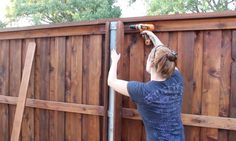 How to Build a Gate for a Fence and Boxes Around Steel Posts - My Gardening Tips 2019 Building A Fence Gate, Wood Fence Gates, Wood Fence Design, Cedar Fence, Farm Fencing, Wood Fence Post, Diy Privacy Fence, Privacy Fence Designs, Diy Fence