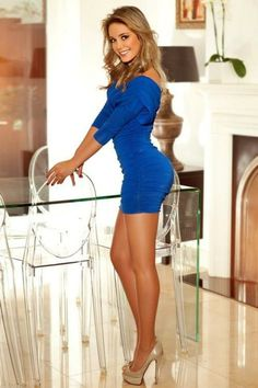 Sexy Girls in Tight Dresses & Skirts Lovely Legs, Great Legs, Amazing Legs, Amazing Body, Nice Legs, Short Skirts, Short Dresses, Mini Skirts, Mini Dresses