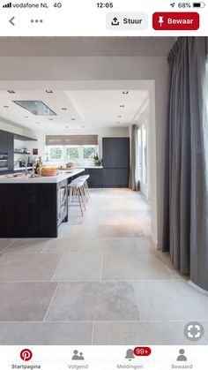 dallen vloer in Oud-Beijerland natuursteen vloer bourgondische dallen niveaux gris // French limestone flooring Limestone Flooring, Travertine Floors, Ceramic Flooring, Ceramic Floor Tiles, Living Room Flooring, Living Room Kitchen, Floor Tile Living Room, Floor Design, House Design