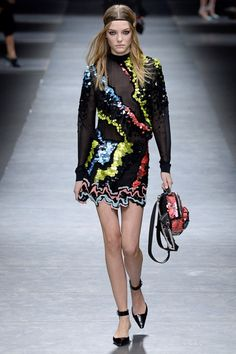Versace Fall 2016 Ready-to-Wear Collection Photos - Vogue