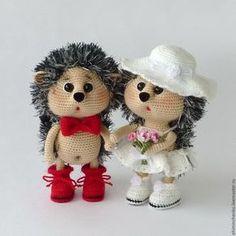 Купить Вязаные интерьерные игрушки Ёжики Молодожёны - белый, красный, ежик, ежики, ежик игрушка