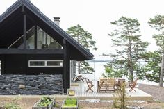 Honka Saari cabins are designed for ragged archipelago landscape. Log Houses, Tree Houses, Wooden Architecture, Holiday Park, Log Cabins, Scandinavian Style, Finland, Building A House, Spaces