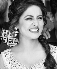 Embedded image Indian Celebrities, Bollywood Celebrities, Heena Khan, Indian Face, Celebrity Singers, Tv Actors, Girls Dp, Real Beauty, Beauty Queens
