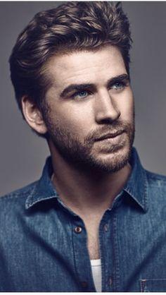 Liam Hemsworth in jean Celebrity Haircuts, Celebrity Crush, Liam Hamsworth, Short Hair Man, Hemsworth Brothers, Australian Actors, Portraits, Poses, Attractive Men