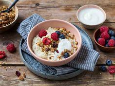 Våre beste oppskrifter på hjemmelaget grøt | Meny.no Muesli, Granola, Crunches, Acai Bowl, Tapas, Oatmeal, Snacks, Breakfast, Food