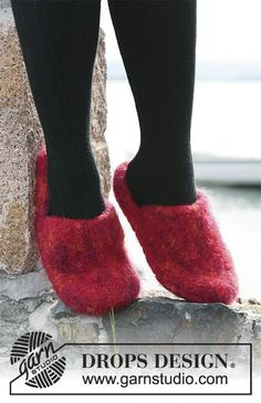 "Ruby Slippers / DROPS 104-10 - Huovutetut DROPS tossut kaksinkertaisesta ""Eskimo""-langasta"