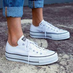 Converse Chuck Taylor All Star Platform Mode Converse, White Converse Outfits, Converse Style, Converse Shoes Outfit, Converse All Star White, Converse Sneakers, Women's Shoes, Cute Shoes, Chuck Taylors