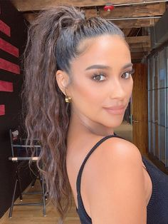 We tapped celebrity hairstylists to get their favorite tips for amazing ponytails. Check out their top seven hacks here. Baddie Hairstyles, Pretty Hairstyles, Easy Hairstyles, Wedding Hairstyles, Everyday Hairstyles, Curly Ponytail Hairstyles, Red Carpet Hairstyles, Cool Hairstyles For School, Model Hairstyles