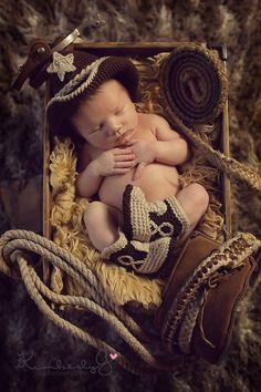 so cute, baby cowboy! Cowboy Baby, Little Cowboy, Newborn Cowboy, Cowboy Pics, Cowboy Theme, Newborn Pictures, Baby Pictures, Joker Pictures, Family Pictures