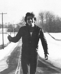 Great pic of young Springsteen Frases De Bruce Springsteen, Bruce Springsteen The Boss, Elvis Presley, The Boss Bruce, Young Celebrities, Celebs, Roy Orbison, E Street Band, Born To Run