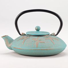 I really want a teapot, seriously considering buying this right now...