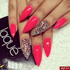 Stiletto nails☻