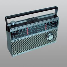 I had one just like this in my teens. I loved staying up at night and hearing distant AM stations. I'd listen to the short wave and the atomic clock. It was even fun listening in on Oakland Center and Bay Departure/Bay Approach (although, I still do that kind of stuff but still....memories)