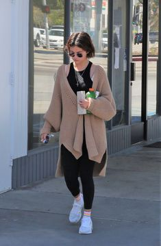 March 28: Selena leaving a convenience store in Los Angeles, CA