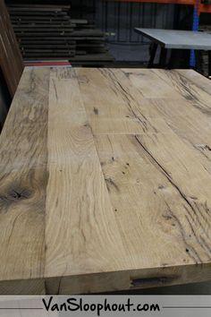 Oude grenen tafel! Hoe tof is de uitstraling? #eettafel #woonkamer #hout #gebruikthout #maatwerk #allesopmaat #eigenwensen #houteneettafel #etenindewoonkamer #eettafelindewoonkamer #tafelvoorindeeetkamer
