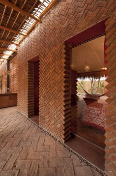 Brick bearing wall with an unconventional way of creating door openings at Casa Tabique in La Paz by TAC Taller de Arquitectura Contextual. Brick Architecture, Architecture Details, Interior Architecture, Tectonic Architecture, Workshop Architecture, Brick Interior, Tropical Architecture, Amazing Architecture, Brick Design