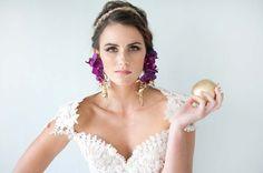 Bridal Style Shoot Flower Ideas For 2019 Unique Bridal Shower Gifts, Bridal Shower Menu, Elegant Bridal Shower, Dahlia, Bridal Shower Table Decorations, Bridal Makeup For Brunettes, Pakistani Bridal Makeup, Bridal Bouquet Blue, Headpiece Wedding