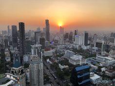 Kommt mit und lasst euch überraschen, dass es in Bangkok nicht nur Tempel zu besichtigen gibt. Bangkok, San Francisco Skyline, Temple, Asia, Places To Travel