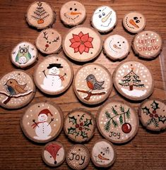 Décorations de Noël sur galettes de bois Christmas decorations on wooden patties. Christmas decorating ideas to do with children. Christmas paintings on wood slabs, patterns and tutorial decorations Christmas paintings on wood. Wooden Christmas Crafts, Wooden Christmas Decorations, Christmas Ornament Crafts, Homemade Christmas Gifts, Christmas Crafts For Kids, Rustic Christmas, Christmas Projects, Christmas Fun, Holiday Crafts