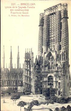 Postal blanco y negro, c. PUBLICIDAD. BARCELONA. La Sagrada Familia en construcción. Gaudí. Postal blanco y negro, 1925.