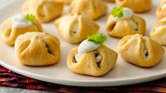 Sausage-Cream Cheese Crescent Bundles Each little bite is packed with flavor in these sausage appetizers. Sausage Appetizers, Appetizer Dips, Appetizers For Party, Appetizer Recipes, Party Dips, Crescent Roll Recipes, Crescent Rolls, Crescent Dough, Crescent Ring