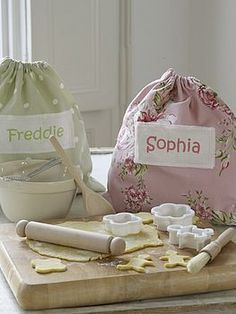 personalized kiddie baking set.  yes please!  for the future baker!