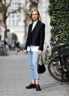 Jeans trend: Marlies Pia Pfeifhofer with a simple white blouse Blazer, Models, Elegant, Denim Fashion, Neue Trends, Jeans, Normcore, Blouse, Casual