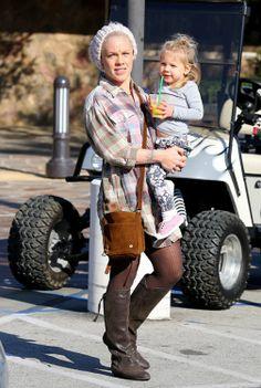 La cantante Pink con su hija Willow Hart
