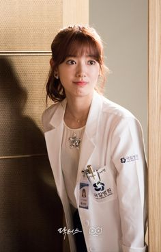 Doctors: Kim Rae Won and Park Shin Hye ep 16 Park Shin Hye, Korean Actresses, Korean Actors, Korean Dramas, Lee Sung Kyung Doctors, Doctors Korean Drama, Dr Park, Kim Rae Won, Korean Eye Makeup
