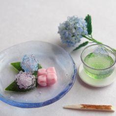 いいね!1,013件、コメント14件 ― りっこ(rikko)さん(@mysiderikko)のInstagramアカウント: 「同じ感じですみません 紫陽花と和菓子(ver.Bule) #ミニチュア#miniature#和菓子#wagashi…」