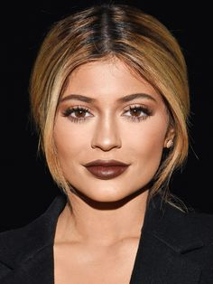Beauty Revival: 2015 Brought Back the Best (and Worst) '90s Trends What's old is new again! Your proof: The '90s-inspired brown lipstick, blue eye shadow and sky-high ponytails seen on these very 2015 celebs...
