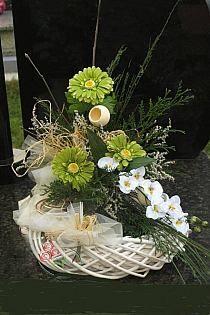 wianki, Boże Narodzenie na Stylowi.pl Funeral Flower Arrangements, Artificial Flower Arrangements, Funeral Flowers, Artificial Flowers, Floral Arrangements, Deco Floral, Arte Floral, Floral Design, Paper Flower Decor
