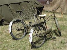 Cruiser Bike Accessories, Old Police Cars, Dutch Bike, Touring Bicycles, Cruiser Bikes, Antique Bicycles, Beach Cruisers, Old Bikes, Vintage Bicycles