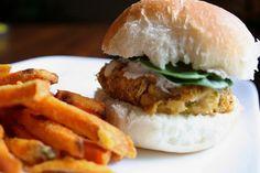 Kikkererwtenburger Hamburgers, No Cook Meals, Chicken, Cooking, Ethnic Recipes, Food, Kitchen, Burgers, Hamburger