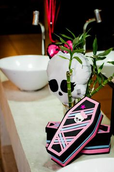 Monster High 8 Birthday Party via Idéias do partido de Kara |. Kara'sPartyIdeas com # monstro # alta # birthday party (46)