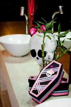 Monster High 8 Birthday Party via Idéias do partido de Kara |. Kara'sPartyIdeas com # monstro # alta # birthday party (46)
