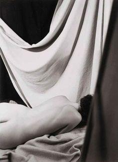 View Rückenakt mit Vorhang, Paris by Florence Henri on artnet. Browse upcoming and past auction lots by Florence Henri. Florence Henri, Experimental Photography, Montage Photo, Harlem Renaissance, Global Art, Nude Photography, Paris, Art Market, Bauhaus