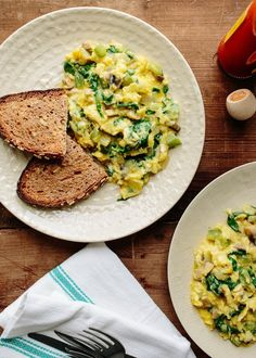 Recipe: Scrambled Eggs With Green Peppers & Mushrooms