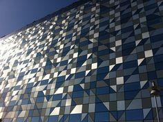 Vacker glasfasad på nya Radisson Blu –  Hotel Riverside på Lindholmen. Öppnar i april 2013 och är Göteborgs mest vattennära hotell.
