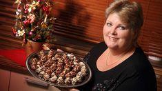 V druhém dílu seriálu Pečeme cukroví s Hankou pro vás máme recept na úžasně vypadající i chutnající košíčky s krémem a oříšky. Patří k tomu už pracnějšímu cukroví, ale stojí za to! Cupcake Cakes, Cupcakes, Waffles, Pie, Sweets, Breakfast, Food, Torte, Morning Coffee